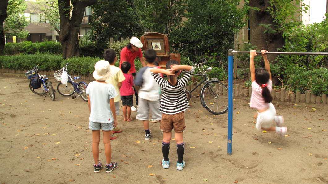 公園の紙芝居屋さん